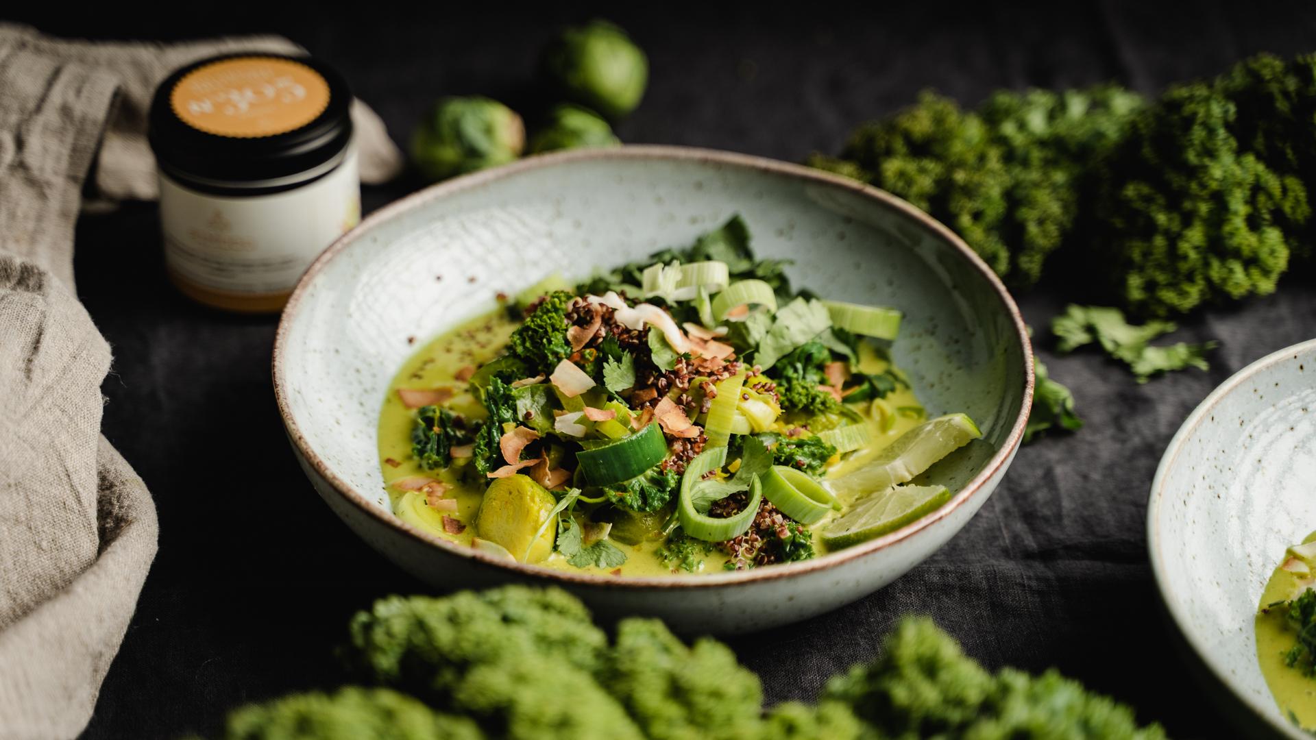 gruenes-thai-curry-rezept-mit-rosenkohl-305-rimoco-gewuerze-16x9